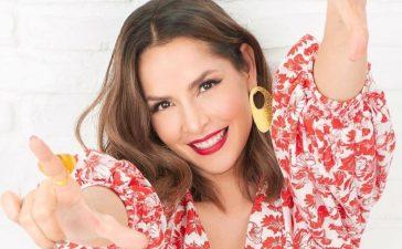 Carmen Villalobos mostró sus amiguitas en este traje de gala rosa que va a estallar